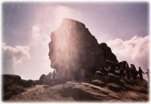 fenomen-miraculos-pe-platoul-bucegilor-petrecut-joi-seara-sfinxul-vindeca-boli-incurabile-237285