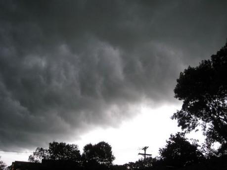 Luni seara o furtuna puternica de cod portocaliu a maturat judetul Satu Mare