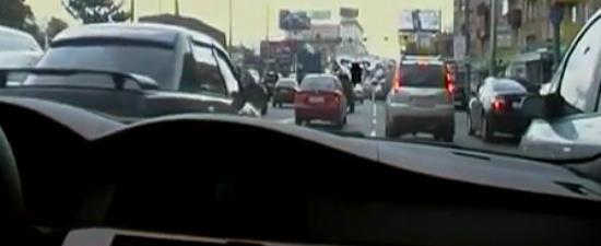 Cel mai nebun sofer din Rusia! Vezi ce face cu masina pe strazile din oras. VIDEO NEBUN!!!