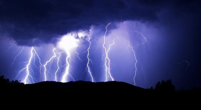 Informare meteo: în noaptea de Înviere la Satu Mare va ploua torențial cu frecvente descărcări electrice și izolat căderi de grindină