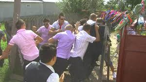 VIDEO DE TOT RASUL! Traditii de NUNTA duse la EXTREM