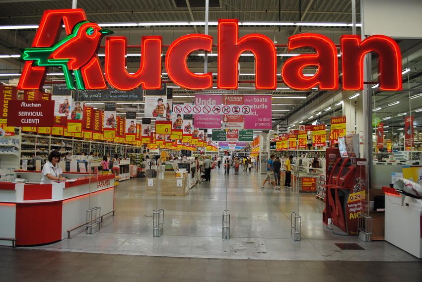 Auchan schimbă programul de funcţionare
