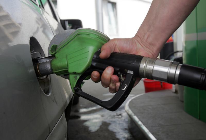 Vești bune pentru portofelele noastre: scad prețurile la combustibili!