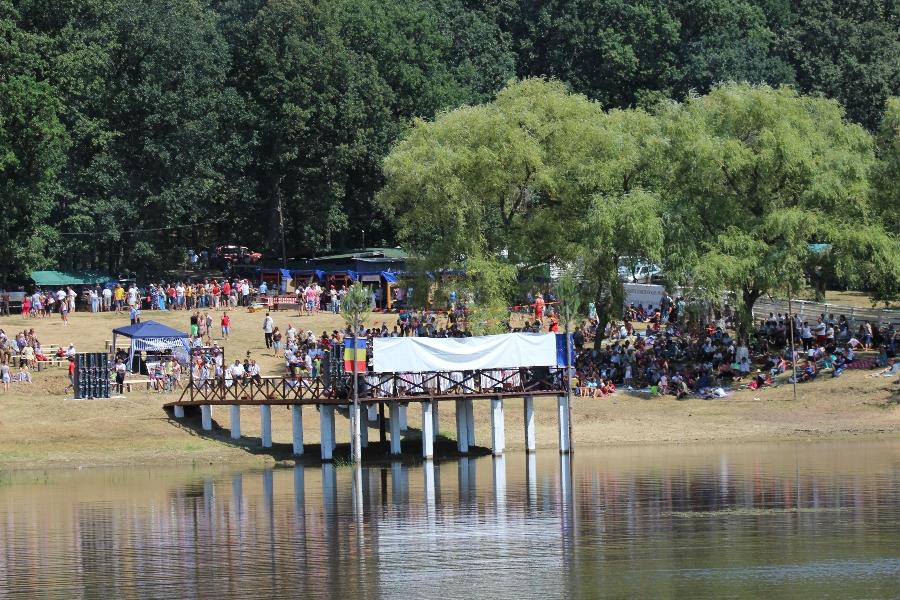 """Programul oficial al Festivalului Folclorului Codrenesc """"Oţeloaia"""":"""