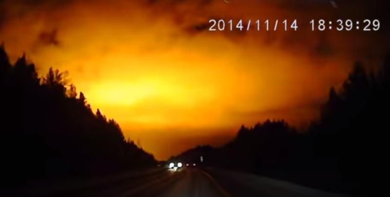 O imensa lumina portocalie aparuta noaptea, pe cer, uimeste oamenii de stiinta si locuitorii din regiunea Urali