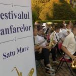 A început festivalul fanfarelor