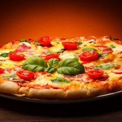 Nou in Satu Mare! Pizza, pe care pui ce ingrediente vrei tu, costa doar 13 lei