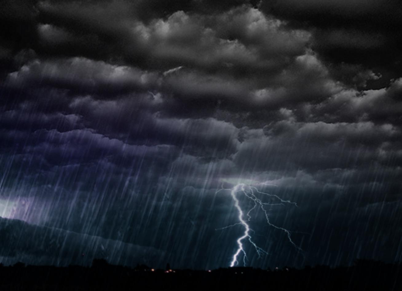 Cod galben de furtuna azi la Satu Mare. Se asteapta pana la 80 litri de apa pe metru patrat