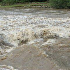 Pericolul inundațiilor e din ce în ce mai mare. Cod portocaliu de inundații azi pentru Satu Mare
