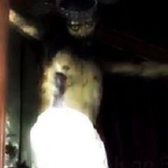 """O statuie a lui Iisus """"a deschis ochii"""" în biserică și Internetul a luat-o razna"""
