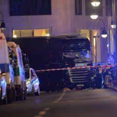 Imagini noi de la atentatul din Berlin. Momentul în care camionul intră în Piața de Crăciun a fost filmat   VIDEO