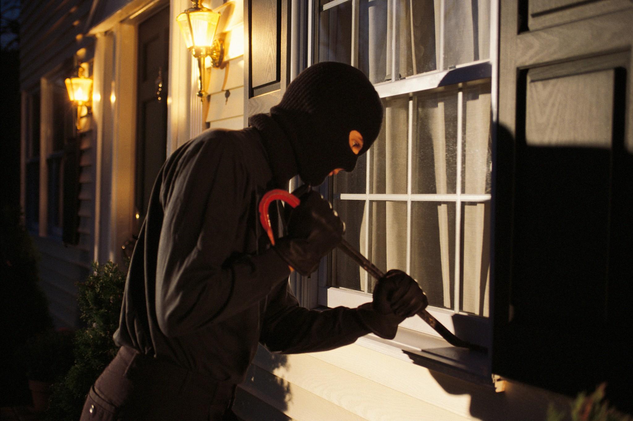 Un tânăr din Andrid bănuit că ar fi comis trei infracțiuni de furt calificat