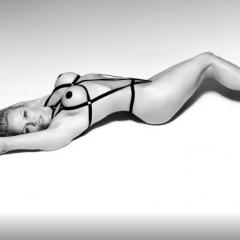 GALERIE FOTO Pamela Anderson, absolut superbă! A pozat aproape dezbrăcată la 49 de ani