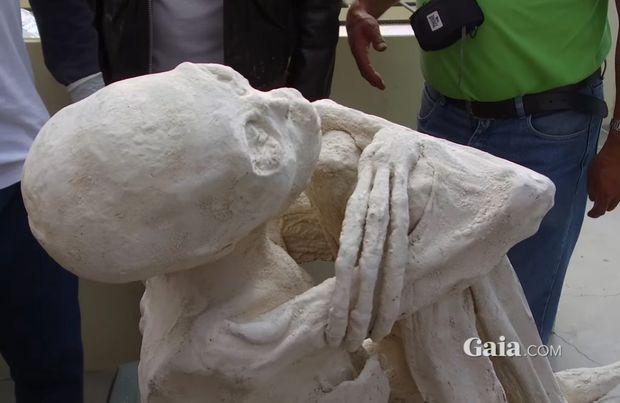 Extratereștri mumificați ar fi fost descoperiți într-un mormânt din Peru. VIDEO