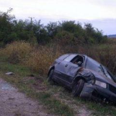 A băut, a intrat cu mașina în șanț și s-a rănit