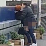 VIDEO Au făcut sex în staţia de tren, fără să le pese de trecători