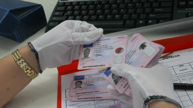 Trei permise de conducere false descoperite la frontieră