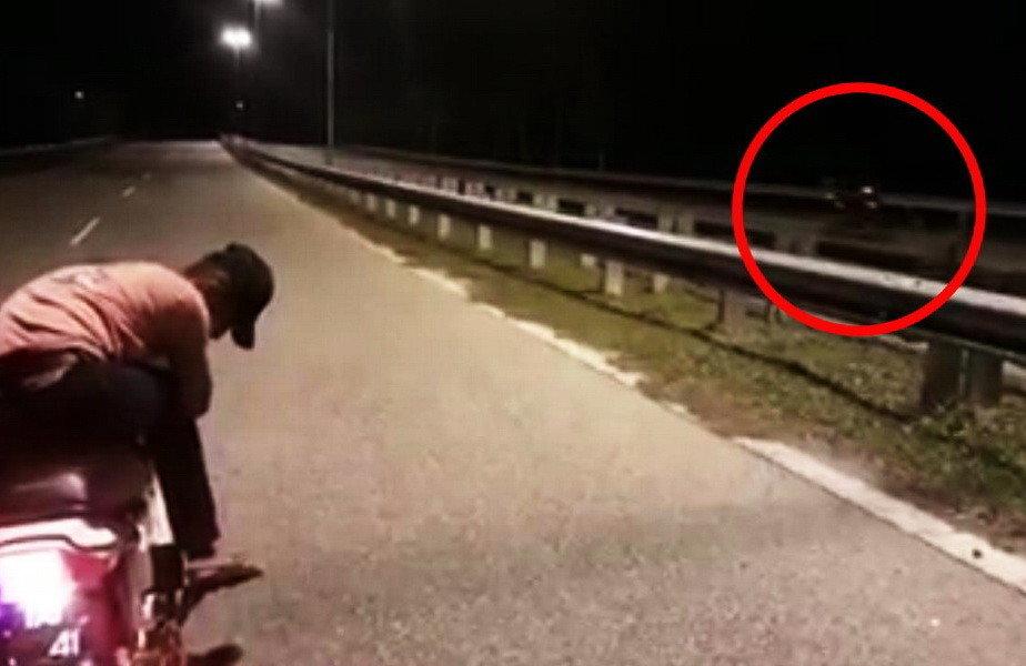 VIDEO Imagini șocante! Un scuter condus de o… fantomă