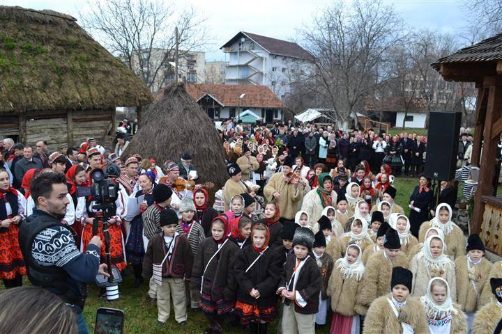 Participare numeroasă la Festivalul Datinilor şi Obiceiurilor de Iarnă, ediția XX, de la Negrești-Oaș