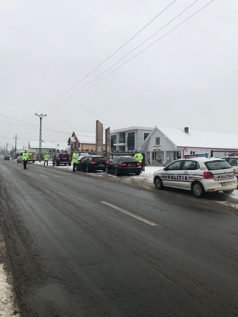 Peste 100 de sancțiuni contravenționale și 12 permise de conducere reținute ieri de polițiștii sătmăreni