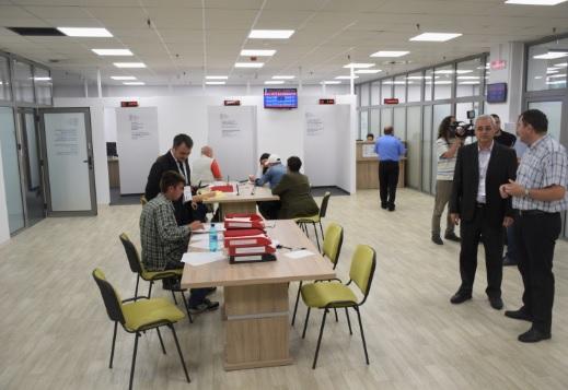 Vedeti programul noului sediul de la etajul 4 al magazinului Somesul, unde s-au mutat buletinele, impozitele, starea civila, ADP si parcarile