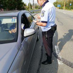 Un tânăr de 17 ani a fost prins la volanul unei mașini furate, băut și fără permis