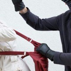 Un bărbat bănuit de comiterea a două tâlhării a fost prins în flagrant de polițiști în municipiul Satu Mare