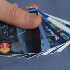 Un satmarean prins cu carduri bancare emise pe numele altei persoane