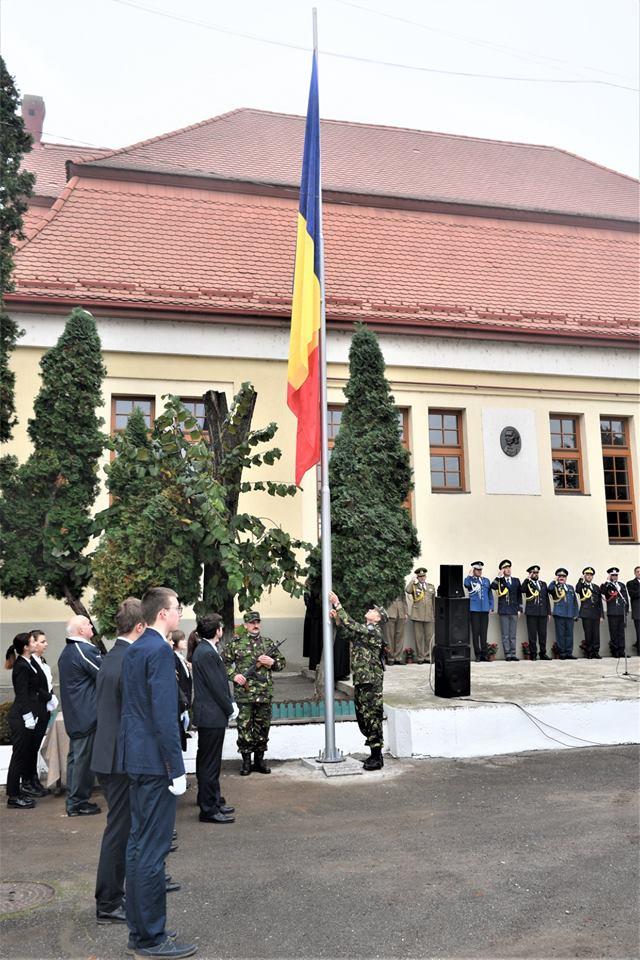 """Un catarg a fost amplasat în curtea Colegiului Național """"Mihai Eminescu"""""""
