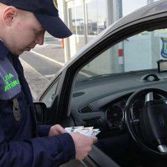 Autoturism căutat de autorităţile din Bulgaria,  oprit la vama Petea