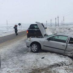Polițiștii rutieri vă recomandă 5 lucruri pe care să nu le faceți la volan, pe polei, gheaţă şi zăpadă