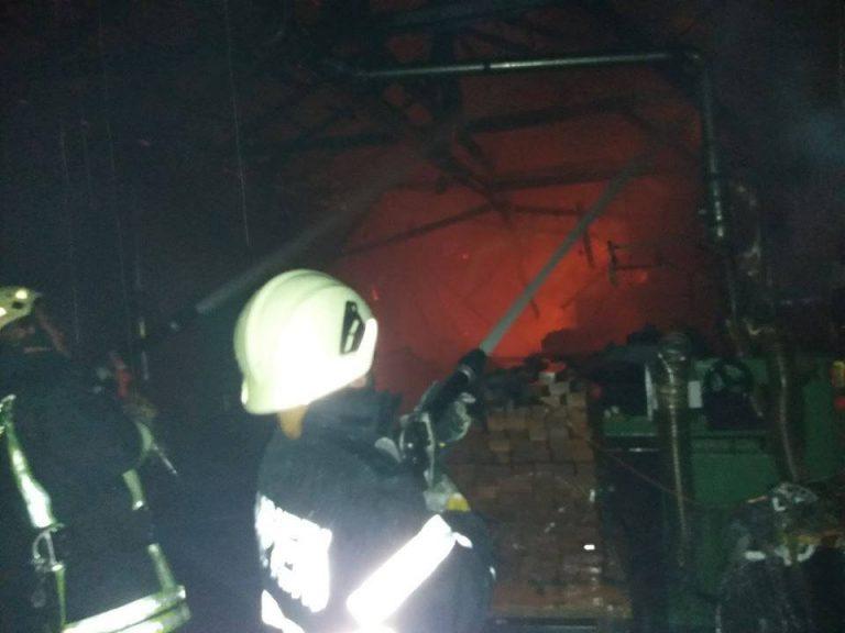 Incendiu la o hală de producție mobilier din municipiul Satu Mare