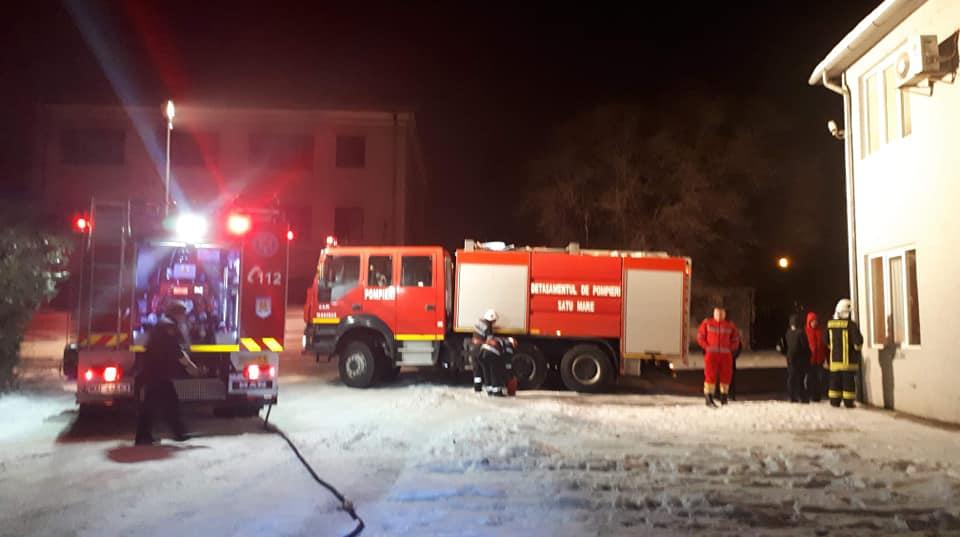 FOTO Incendiu la sala serverelor unui operator economic din municipiul Satu Mare
