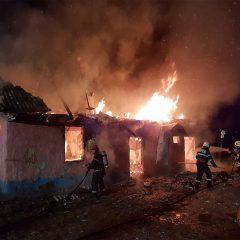 Incendiu cu urmări dramatice in Tătărești. In casă se aflau părinții cu 6 dintre cei 7 copii