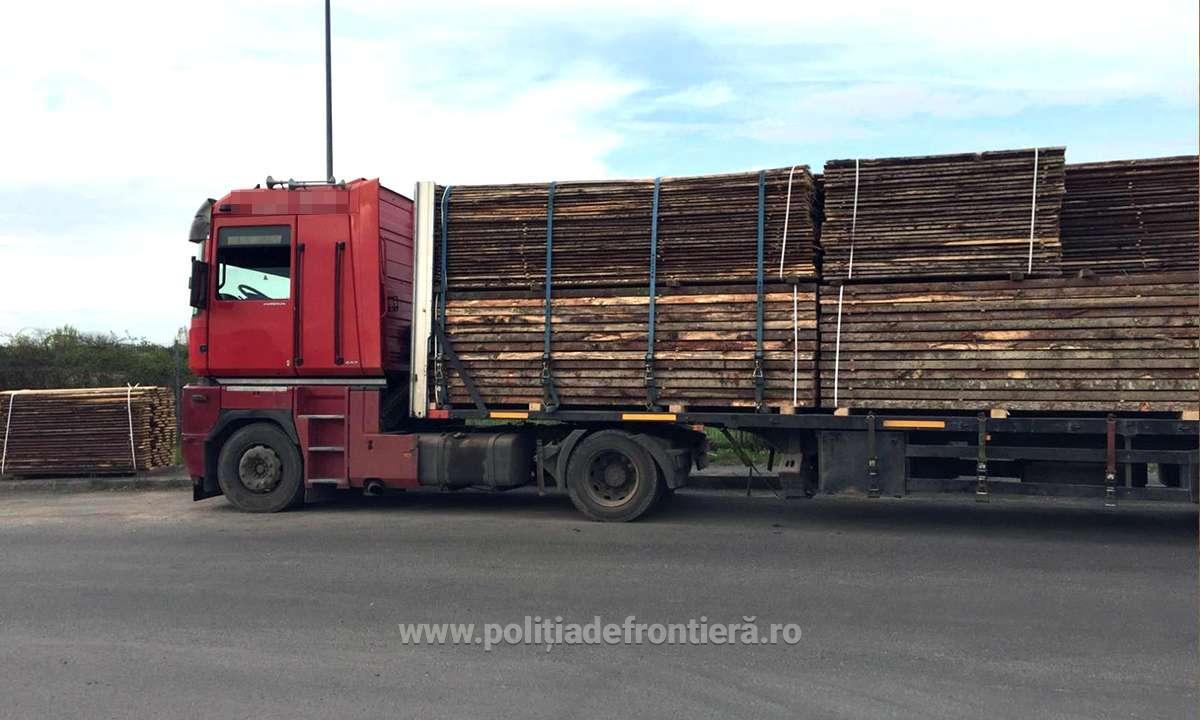 Polițiștii de frontieră din Halmeu au găsit 6540 de pachete cu țigări de contrabandă, ascunse într-un automarfar
