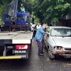Primăria Satu Mare continuă actiunea de ridicare a autoturismelor abandonate pe domeniul public