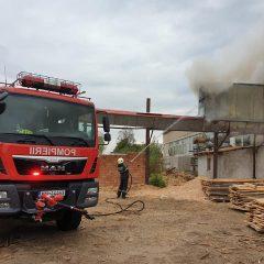 FOTO Incendiu la o fabrică de cherestea de lângă municipiul Satu Mare