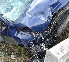 Un bărbat a fost grav rănit după ce a intrat cu mașina într-un cap de pod, în județul Satu Mare