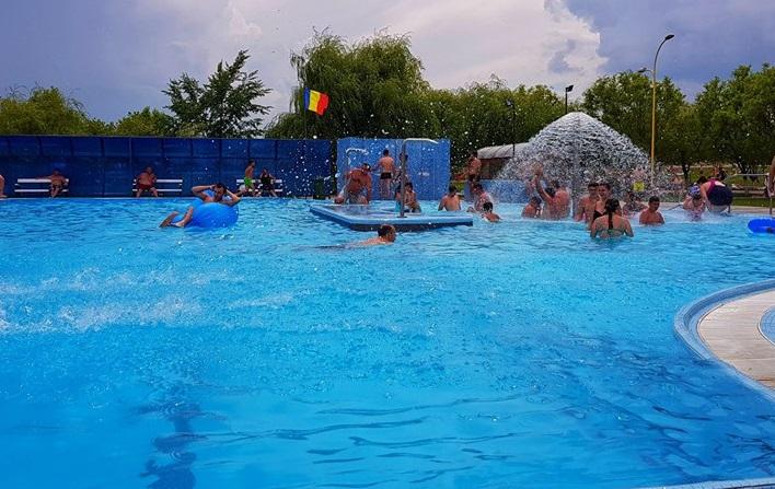 Vedeți până la ce dată va funcționa Ștrandul Termal Tășnad! Urmează să se deschidă piscina de la pavilionul de iarna