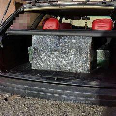 Polițiștii de frontieră sătmăreni au oprit o mașină cu 3 colete voluminoase de țigări