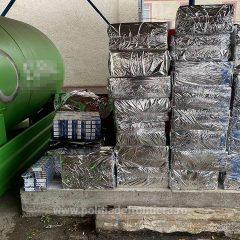 O autoutilitară care transporta 12.090 de pachete cu țigări de contrabandă a fost descoperită în județul Satu Mare