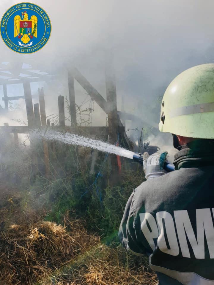 Incendiu la o anexă gospodărească în localitatea Petea