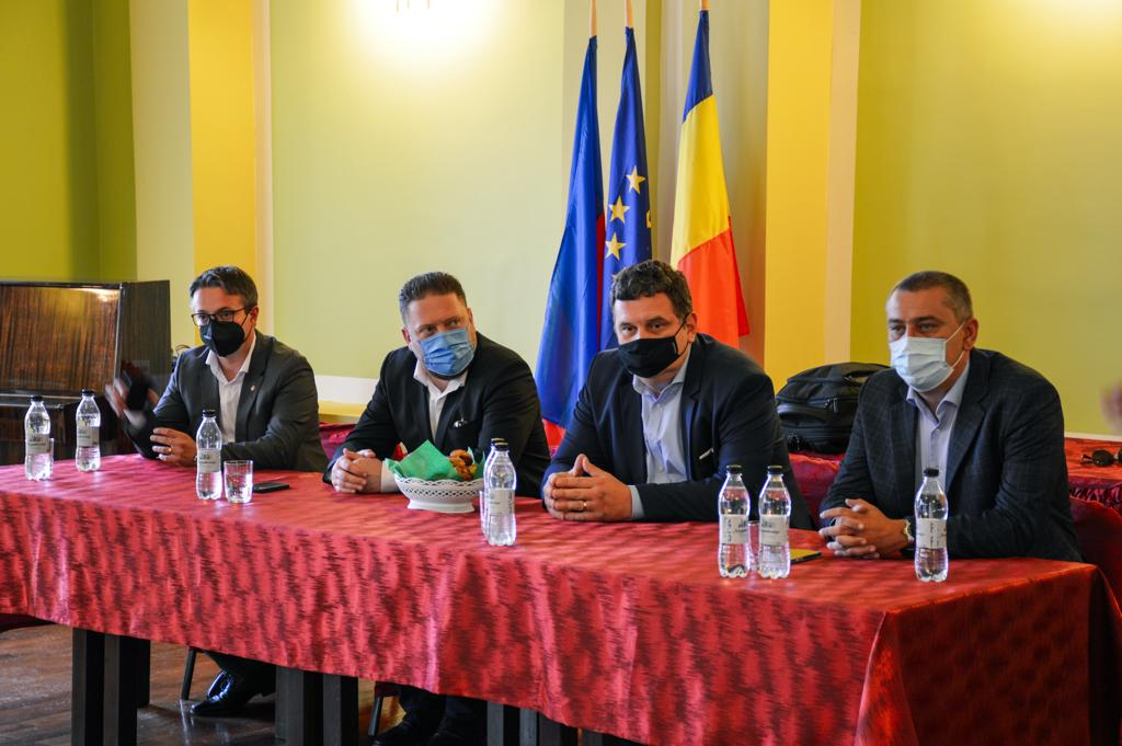 Agricultorii, fermierii și primarii sătmăreni s-au întâlnit cu Barabási Antal Szabolcs, secretar de stat în Ministerul Agriculturii și Dezvoltării Rurale